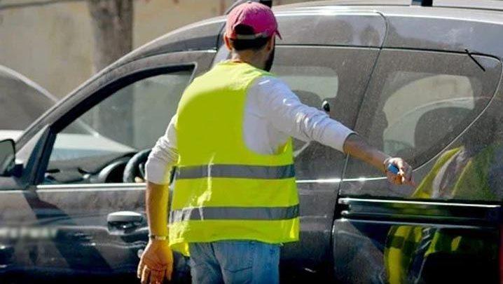 """الوزير بوطيب يتفاعل مع حملة مقاطعة """"حراس السيارات"""" 1"""