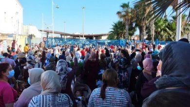 """بسبب إغلاق الحدود..مغاربة مليلية يزحفون نحو معبر """"بني انصار"""" ويناشدون الملك 2"""