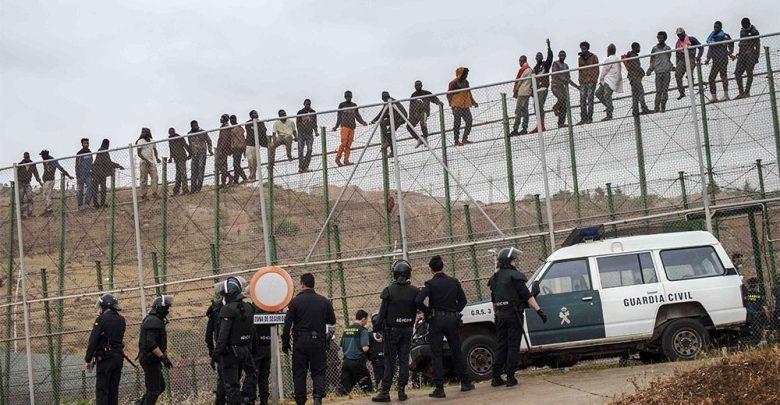 صد محاولة اقتحام سياج مليلية من لدن 150 مهاجرا وإصابات في صفوف الأمن الإسباني 1