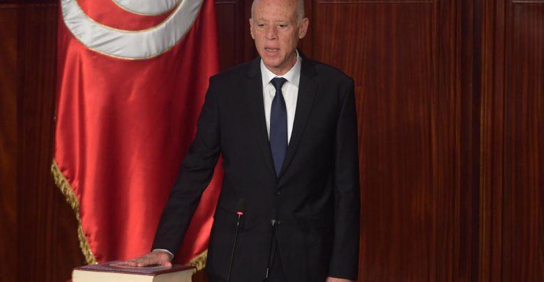 الرئيس التونسي يعفي رئيس الحكومة ويجمد عمل البرلمان ويرفع الحصانة عن النواب 1