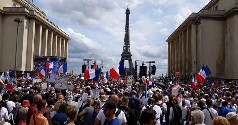 عشرات الآلاف يتظاهرون في عدد من المدن الفرنسية احتجاجا على الشهادة الصحية 1