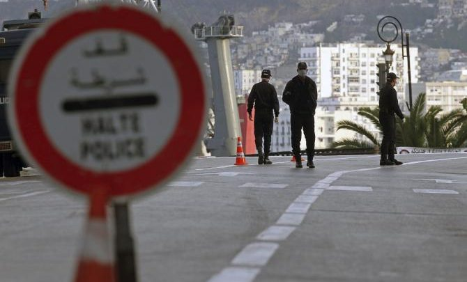 تزايد الإصابات يفرض على الجزائر العودة إلى الحجر المنزلي 1