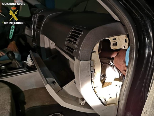 محكمة إسبانية تدين مهاجر مغربي حاول تهجير شخص داخل صندوق سيارة بالحبس النافذ 1