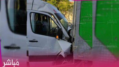 بسبب السرعة..اصطدام حافلة لنقل العمال بشاحنة يخلف 14 إصابة 4