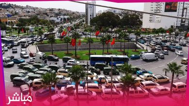 سائقو الطاكسيات بطنجة يشلّون حركة السير والجولان وسط المدينة احتجاجا على قرارات السلطات 9