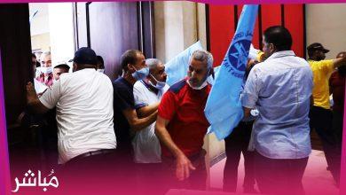 موظفو وعمال جماعة طنجة يقتحمون قاعة دورة المجلس بالقوة ويؤخرون انطلاقها 4