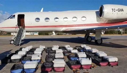 حجز طائرة خاصة في ملكية رجل أعمال مشهور محملة بالكوكايين 1