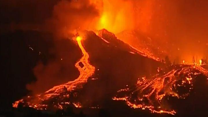 إسبانيا..ثوران بركان في جزيرة لا بالما يدفع السلطات لإجلاء العشرات من السكان 1
