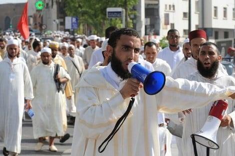 القيمون الدينيون يعودون للإحتجاج أمام البرلمان 1