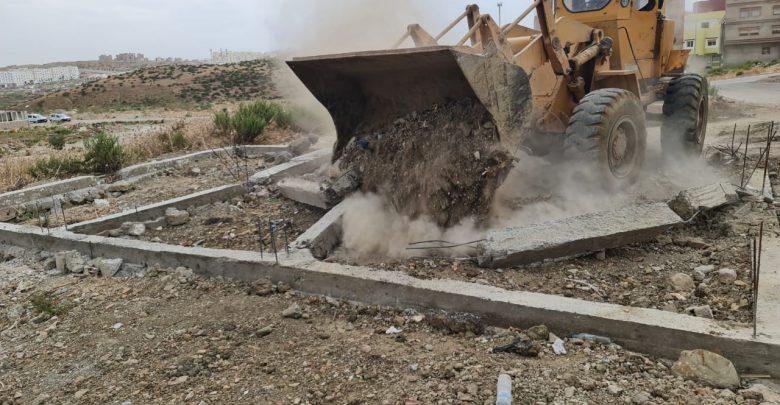 السلطات تهدم بنايات عشوائية شُيدت خلال الإنتخابات بأحياء السانية والشجيرات 1