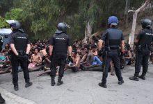 """بتنسيق مع المغرب...إسبانيا ترحل 125 مهاجرا سريا من جزيرة """"بادس"""" المحتلة 12"""