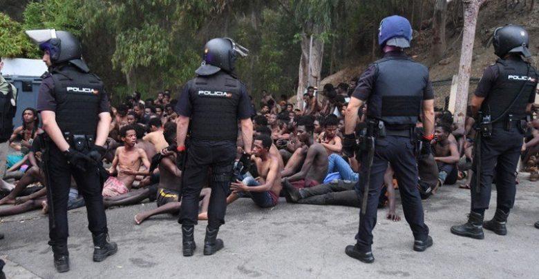 """بتنسيق مع المغرب...إسبانيا ترحل 125 مهاجرا سريا من جزيرة """"بادس"""" المحتلة 1"""