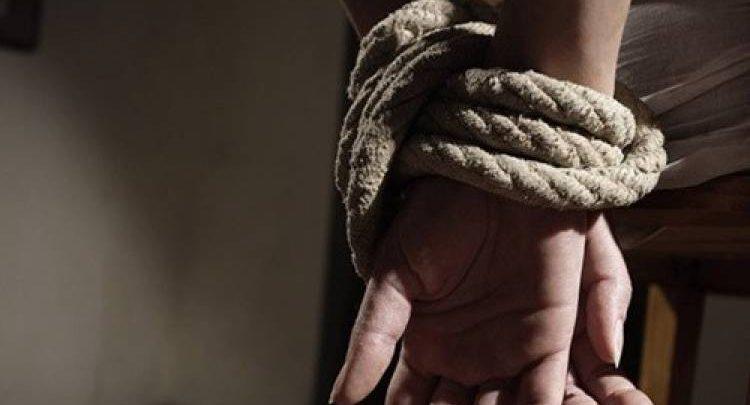 بينهم ضابط شرطة..توقيف شخصين اختطفوا شقيق تاجر وطالبوه بفدية 30 مليون 1