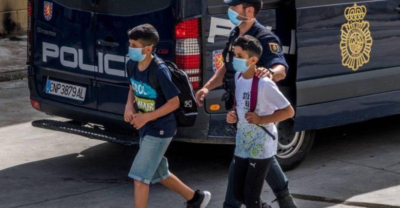 تضم مغاربة..الحرس المدني يفكك شبكة تُهجر القاصرين المغاربة من سبتة إلى إسبانيا 1