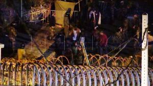 القوات العمومية تصد محاولة اقتحام سبتة المحتلة من لدن 400 مهاجرا (فيديو) 6