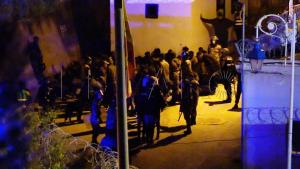 القوات العمومية تصد محاولة اقتحام سبتة المحتلة من لدن 400 مهاجرا (فيديو) 4