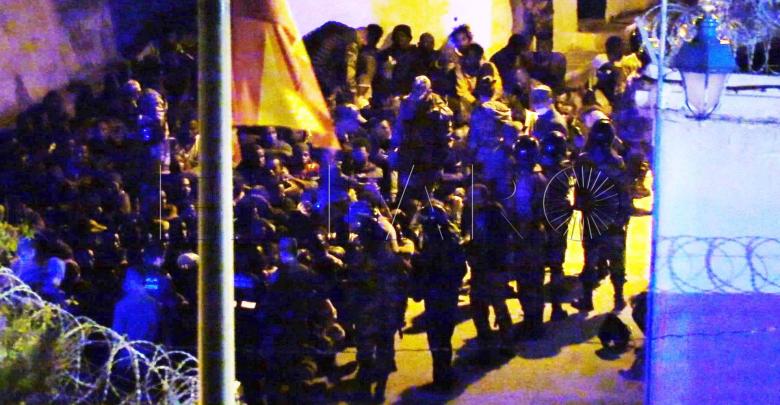 القوات العمومية تصد محاولة اقتحام سبتة المحتلة من لدن 400 مهاجرا (فيديو) 1